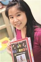 企管三劉雅倫至今已蒐集了上百張獎狀和證書。(攝影/梁子亨)