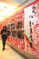 文學館3樓的「創意紅」創意牆,其創造力視窗提供學生書籍、影像等各類文創資訊。(攝影/鄭雅文)