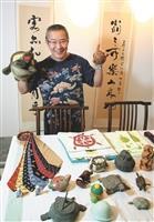 中文系教授周彥文的烏龜收藏品琳瑯滿目。他擁有很多印有烏龜圖案的衣服,就算一整個月每天穿都穿不完呢!(攝影/林奕宏)