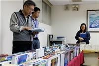 圖書館採編組舉辦「行動書店到我家」活動,本週到國際學院(圖文)