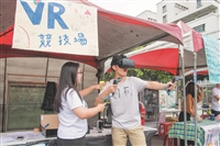 VR x 重機 x 空氣砲 搶入海報街 文理商管系週一起逗鬧熱