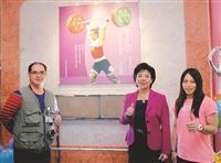 郭婞淳手模揭幕 見證世大運舉重破世界紀錄