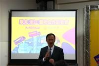 校長與台灣默克董事長謝志宏進行簽約