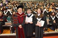 張校長以愛因斯坦名言勉勵畢業生