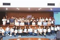 英文系41生獲獎學金 勉回饋所學