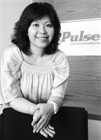 博思公關總經理李郁蓉投入公關行業十餘年,對人才培育有著深厚的使命感,返校經驗傳承。(攝影�林奕宏)