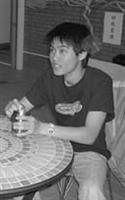 在宿舍的生活,簡川翔讓自己盡情使用宿舍的設備,高速的電腦網路、全新的洗衣間,水質不錯的飲水機,和對他而言,最能放鬆自己的頂樓交誼廳。