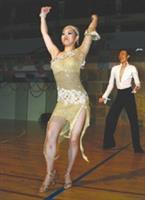 企管四劉佩妮,身經百戰得獎無數,她表演最擅長的恰恰。(攝影陳光熹)