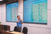 運管系副教授鍾智林利用運輸英語強化學習