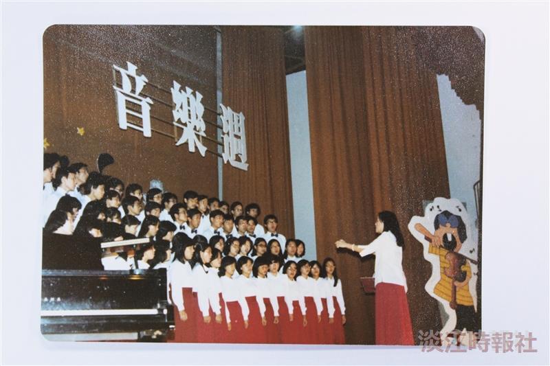 民國69年,合唱團參與音樂週表演活動。(圖/合唱團提供)