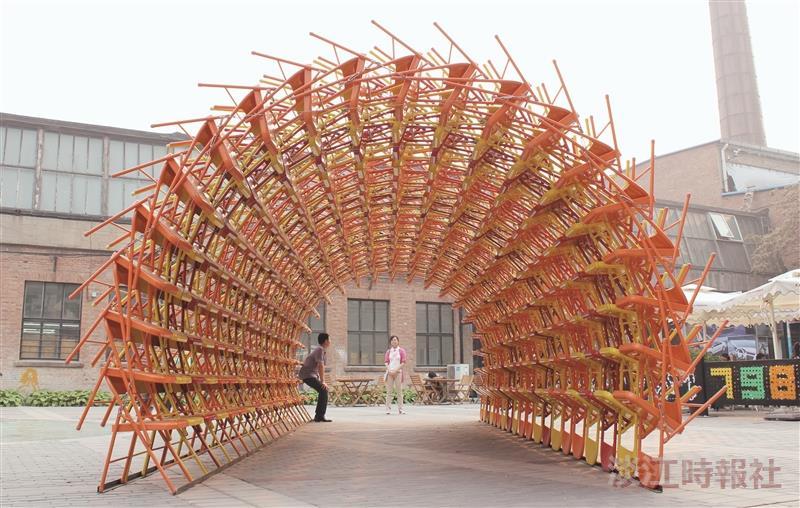 盧憲孚裝置藝術「奇木拱門」獲得「北京798藝術節最佳創意獎」(圖片/盧憲孚提供)