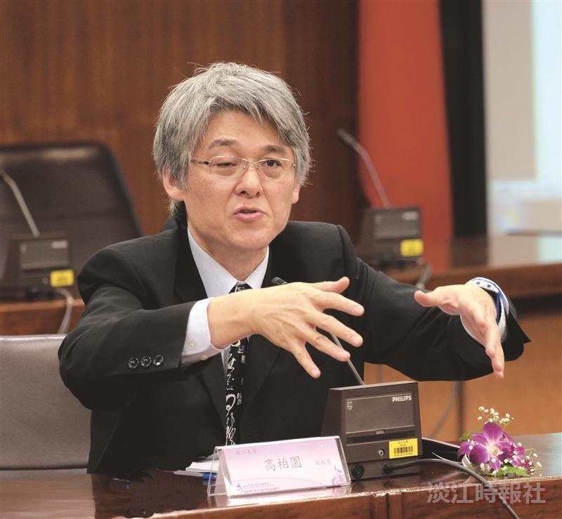 行政副校長高柏園在「產學合作共創榮耀」座談會中與企業代表交流。(攝影/李鎮亞)