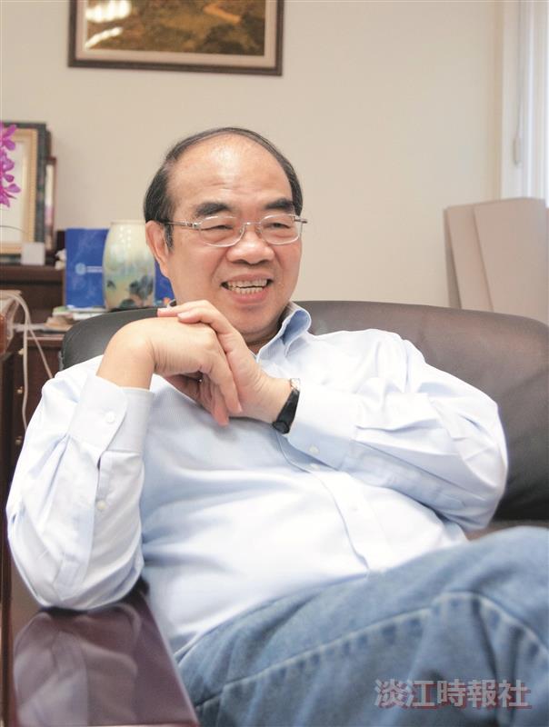 吳茂昆以「物理就在生活中」的理念,不為自己設限,依照自己的興趣、特長發展讓我們看到這位臺灣的頂尖科學家,也是拔尖的生活教育家。(攝影/梁琮閔)