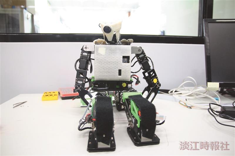 TKU's 10th Generation Robotic Display