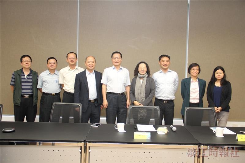 資訊處與新北經發局副局長洽談 Amazon雲端學院計畫
