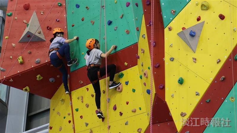 蘭陽師生體驗攀岩