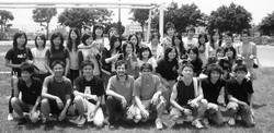 96年西語系足球教學競賽,開始先介紹足球規則,接著進行足球賽,藉此讓本校外籍生與本系學生交流。系上教授白方濟(前左四)與學生踢足球同樂。(圖�西班牙語文學系提供)