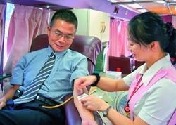 長期響應捐血活動的童軍團指導老師黃文智說:「希望大家都能當個快樂的捐血人。(攝影�曾煥元)