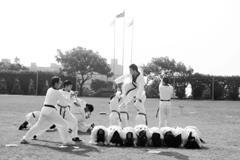 跆拳道社每在校慶時表演,刺激的踢擊總是引來觀眾一陣歡呼。