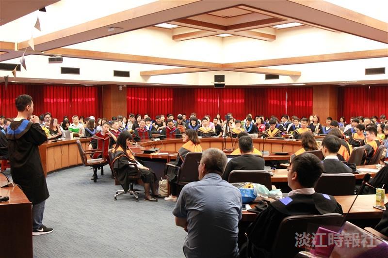 土木系約250人慶賀畢業