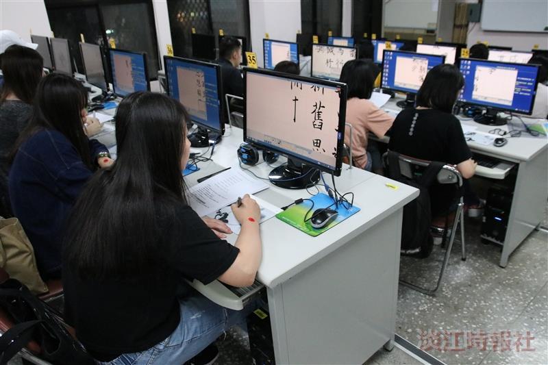 書法研究室舉辦文錙盃學生e筆書法比賽。