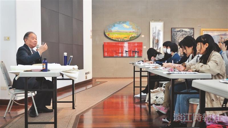 日本櫻井高校師生寫書法