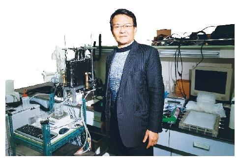 何啟東專研太陽能淡化海水