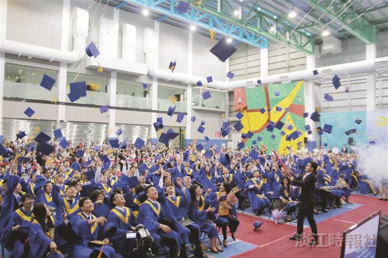 蘭陽畢典全英語歡送190位畢業生