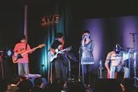 獨立音樂表演「覺軒Live House」在覺軒花園熱血演出,由Vast & Hazy揭開序幕,現場擠進近百人搶聽現場演唱!(攝影/李又如)