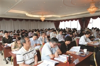 上午場次的專題報告中,大家均專心聆聽‧埋頭閱讀資料及振筆疾書做筆記。