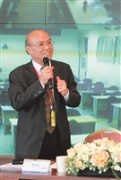100學年度全面品質管理研習會的專題演講的主講人欣興電子副總經理陳冠富。
