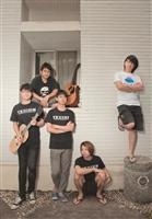 由5位大男孩組成的Hot Spring,團名的由來是異想天開的帶吉他去泡溫泉。(攝影/魏珮如)