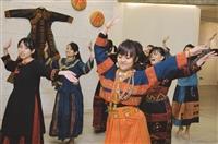 源社於19日在黑天鵝展示廳首次舉辦「排灣族文物展」,展出排灣族各式文物,源社社長土木二高筠筑表示,希望透過這次展覽AINUA KU VARUNG(你的心在哪裡)找回原住民的心,增加對自己族群的認同感,也藉此讓非原住民的同學們了解排灣族的文化。(文/謝佩穎、攝影/羅廣群)