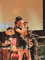 搖滾社成發,勁歌熱舞活絡現場氣氛。