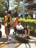 服務學習課程,讓學生服務身障生並了解身障生的需求。(圖/學務處提供)