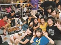 一年一度的中秋夜烤,是全校師生交流的好時機,讓你有吃有喝的,還能認識更多新朋友唷!