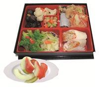 新推出的蔬果盒餐看起來可口又健康!(圖/總務處資產組提供)