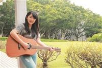 法文四游曼青 脫俗氣質 狂戀吉他創作