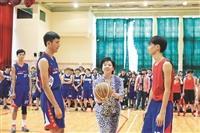 張校長微笑開球新生盃 籃排球賽拚冠