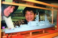 海博館推出海軍特展,同學好奇觀賞艦艇模型。(攝影�  嘉翔)