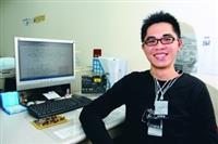 電機系博士生林俊辰努力研究有成,獲國科會補助將赴美進修。(攝影�林奕宏)