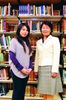 本校資圖系副教授宋雪芳(右)及數學四陳筱蓉(左),分別榮獲教育部服務學習績優教師、學生。(攝影�黃士航)