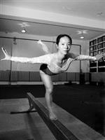 保險三徐湘婷熱愛體操,雖然沒有教練指導,仍不斷自我惕厲、精進,連續三年蟬聯全國大專校院運動會體操競賽平衡木冠軍。(圖�劉瀚之)