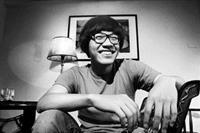 盧廣仲開心分享發行首張專輯的喜悅。對於金韶獎已停辦,發跡於此的他不免覺得可惜,「雖然沒有舉行,大家還是要繼續創作喔!」他說。(陳振堂攝影)