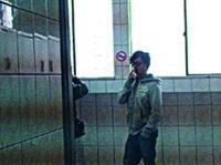 生輔組與春暉社舉辦「你敢抽,我敢PO菸害檢舉達人」活動,不少學生在校內違規吸菸的照片被貼在公布欄,達到警惕作用。(圖�春暉社提供)