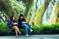 十年樹木,百年樹人,莘莘學子必經應試之路,準備周全,即能從容應對。(攝影�黃士航)