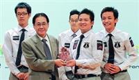 產經系學生日前組隊參加「2009第七屆ATCC全國大專院校商業個案競賽」,獲得第2的佳績,受到不少企業主青睞,希望延攬至該公司就業。(圖�陳永哲提供)
