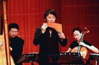 「排笛王子」張中立及宙斯管弦樂團23日在文錙音樂廳合奏多首醉人音樂,台下觀眾掌聲如雷。(攝影�王文彥)