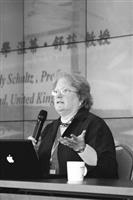 未來所於2008年5月29、30日,在覺生國際會議廳舉辦「教育未來與未來教育」國際學術研討會,邀請各國學者與會,圖為英國倫敦大學溫蒂.舒滋教授,分析未來多元文化與全球化發展等相關議題。(攝影�&#20931嘉翔)