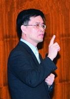 教評組組長白滌清在全面品質管理研習會,以生動的手勢演說。(攝影�馮文星